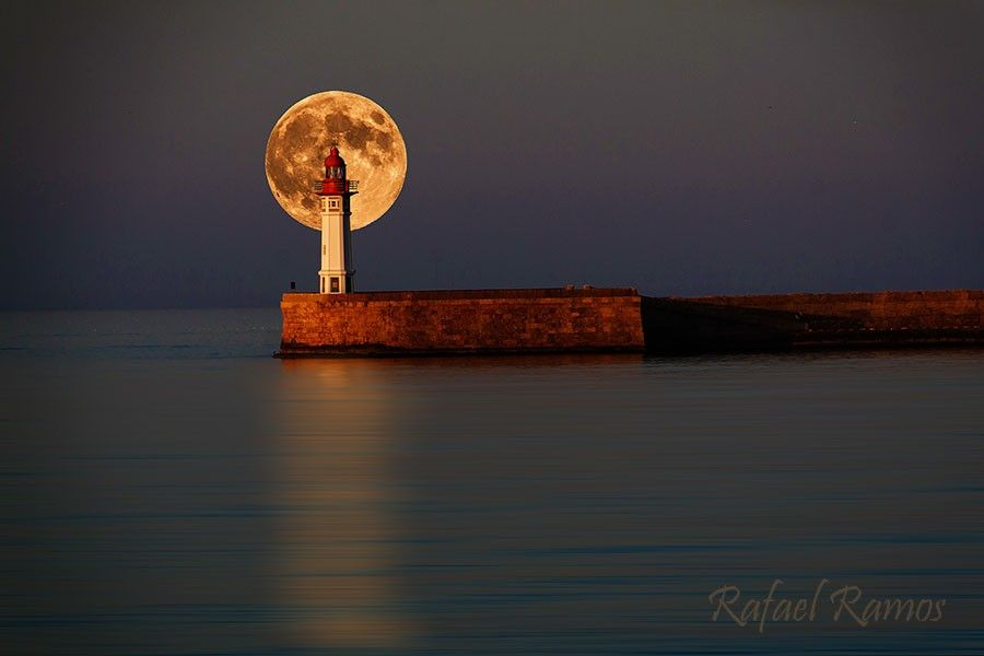 El faro del fin del mundo Lighthouse Seascape Full Moon. By Rafael Ramos Fenoy.