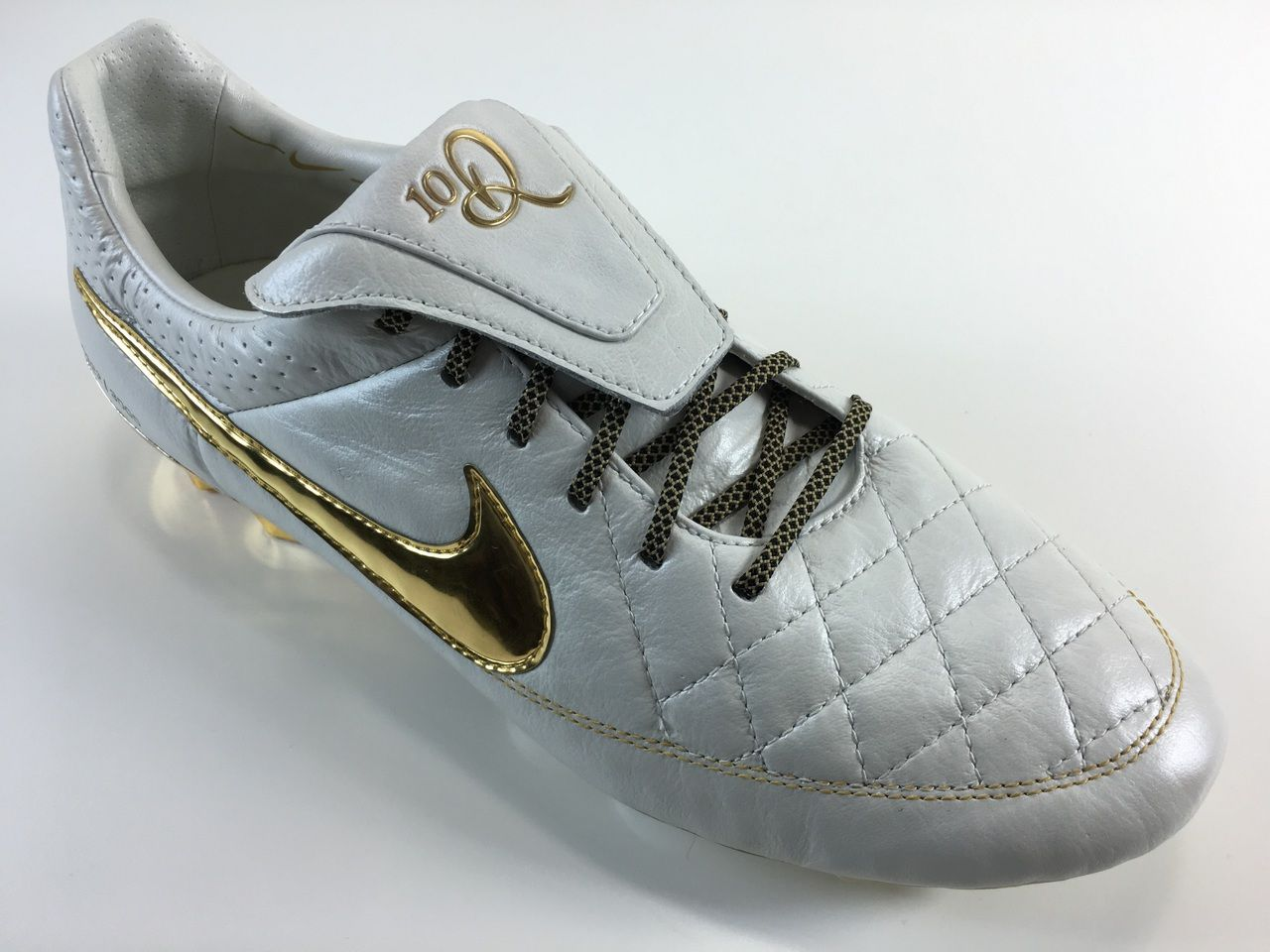 premium selection 9718c dd19b Grid Gold Premium | New Nike Tiempo Project | Soccer shoes ...
