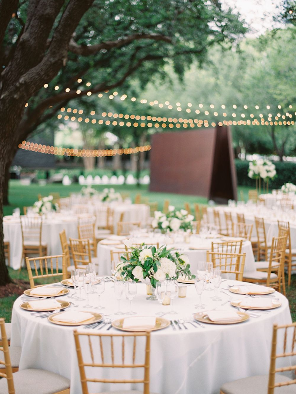 Classic Garden Wedding At Nasher Sculpture Center Elizabeth Anne Designs The Wedding Blog Green Gold Weddings White And Gold Wedding Themes White And Gold Decor