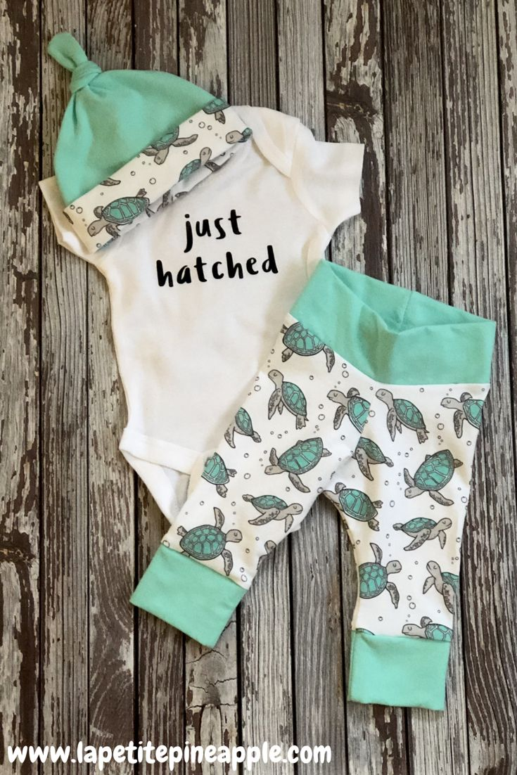 This adorable little set including leggings, bodysuit, and knotted hat, is perfect to take your little one home in!