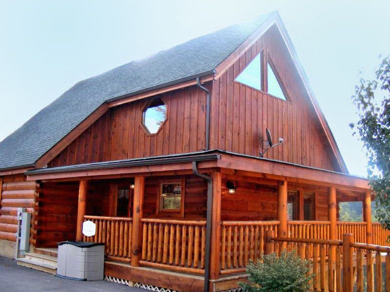 This Luxury Log Cabin Is A Delight To The Senses A Comforting Haven For Your Mountain Getaway Rich Color Luxury Log Cabins Cabin Smoky Mountain Cabin Rentals