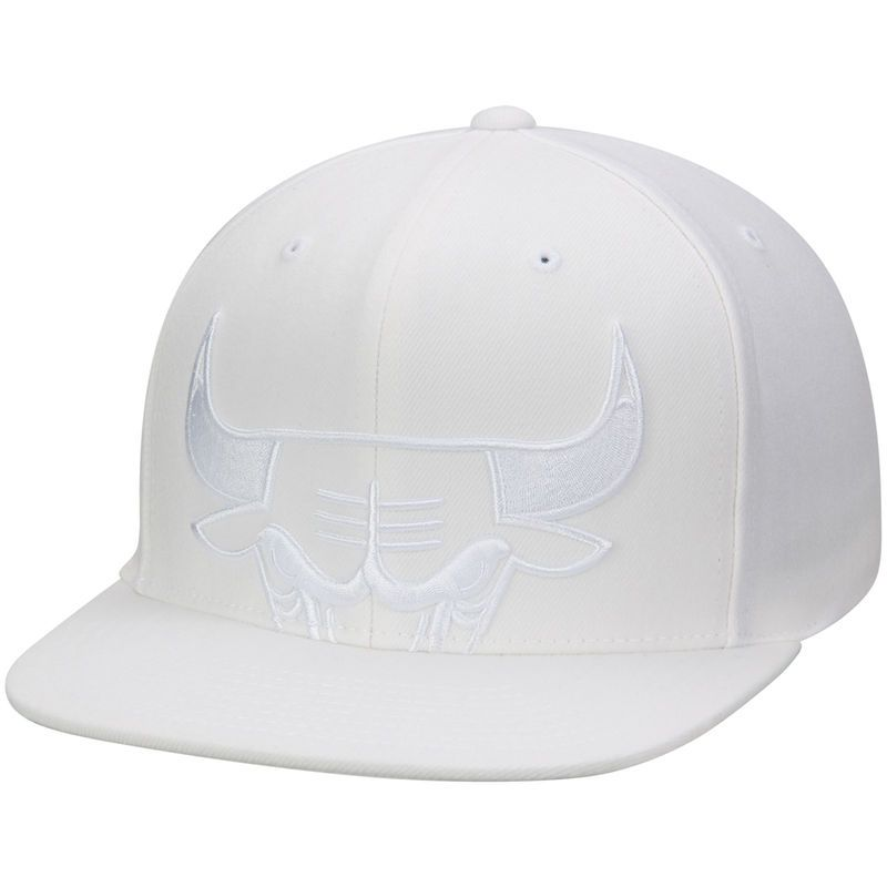 100% authentic b279a 37e3b Chicago Bulls Mitchell   Ness Cropped XL Logo Snapback Adjustable Hat -  White