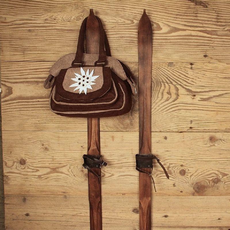 paire de skis d coratifs bois sculpt h 100 les sculpteurs du lac noel pinterest skiing. Black Bedroom Furniture Sets. Home Design Ideas