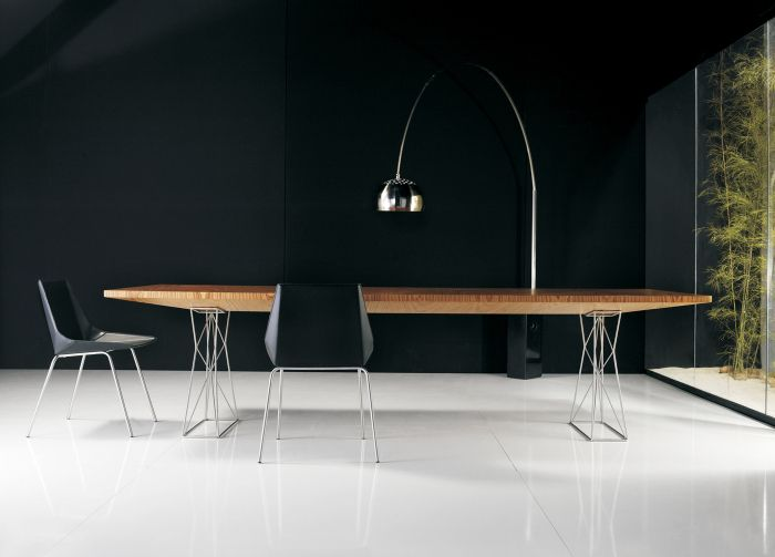 MD Curious Dining table