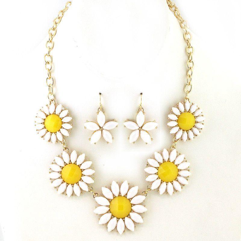 Summer Daisy Collar