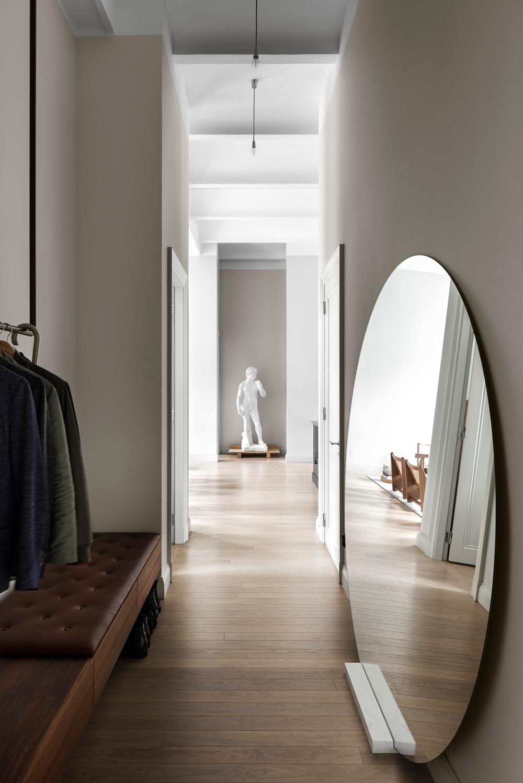 Prisade arkitekten Andreas Martin-Löf bor i ett av sina egna projekt, mitt i Stockholms innerstad, och jobbar på att väva samman nu- och dåtid.