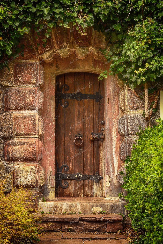 Photo of gammelt tre dørfoto av cristi180884 på Envato Elements