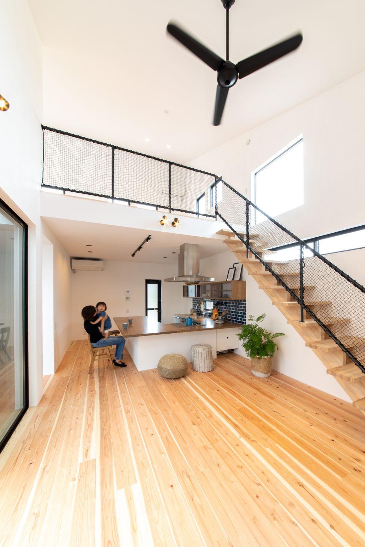 黒のアイアンと木を組み合わせた家 写真集 ソラマド 住宅 家