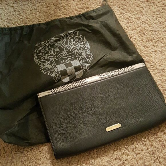 Vince Camuto clutch Only carried once or twice :) Vince Camuto Bags Clutches & Wristlets