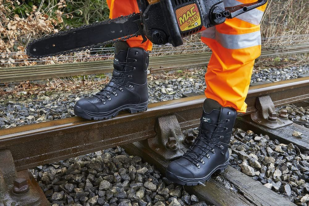 Best chainsaw boots 2021 reviews and buyers guide