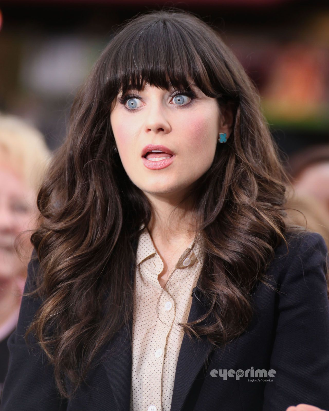 Zooey Deschanel Photo Zooey Deschanel Appears On The Extra Show In Hollywood Oct 4 Zooey Deschanel Hair Hair Hair Styles