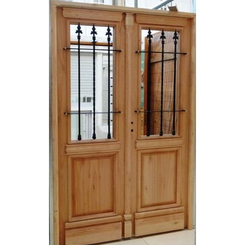 Puertas colonial con ventana vidrio buscar con google for Puertas antiguas dobles