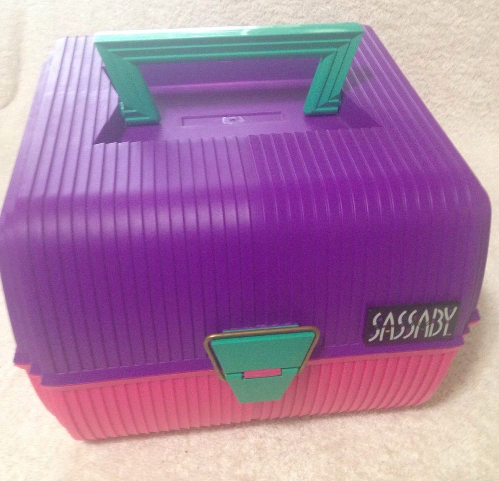 Vintage Deluxe Sassaby Cosmetics Organizer Make Up Train Case