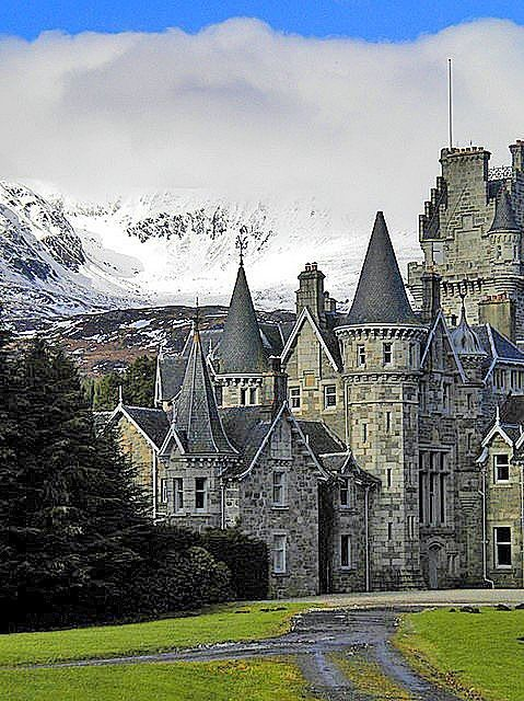 highlands castle loch laggan in scotland i love castles and