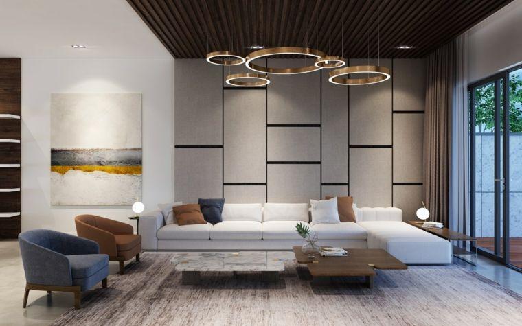Soggiorno con un divano bianco e pavimento in legno parquet