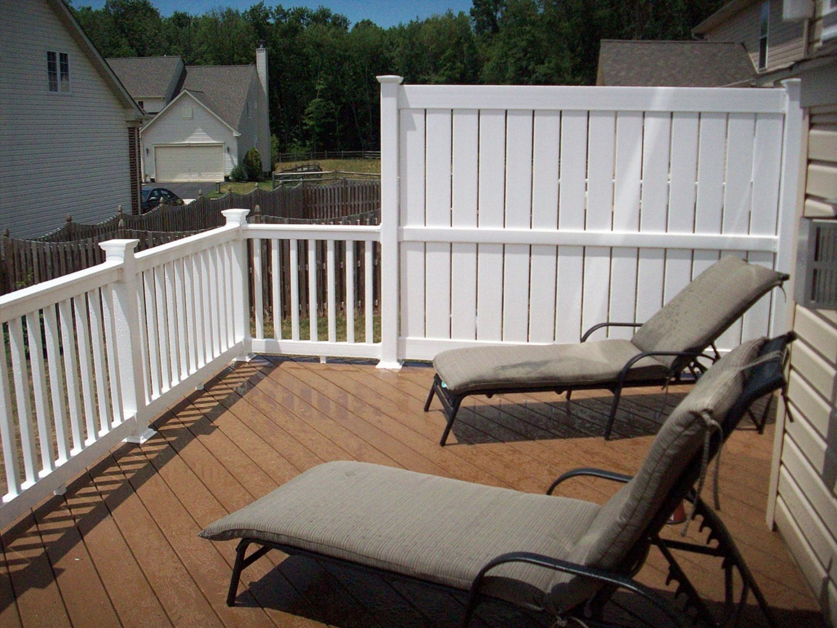 Top 25 Awesome Private Deck Design For Comfortable Yard Ideas