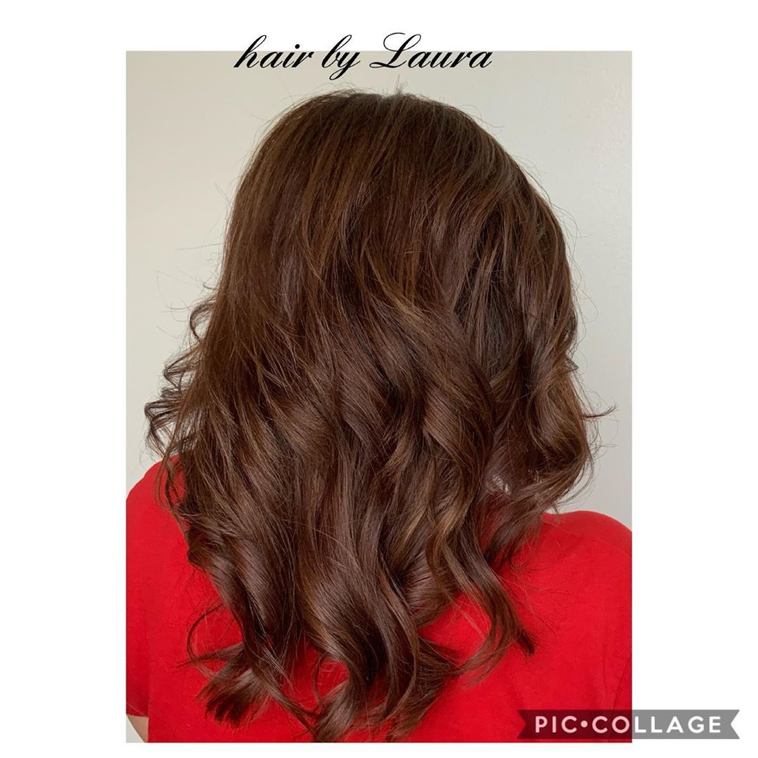 😍Beautiful hair color with nice medium layers and soft curl. 🎨💇🏻💕 . . . .