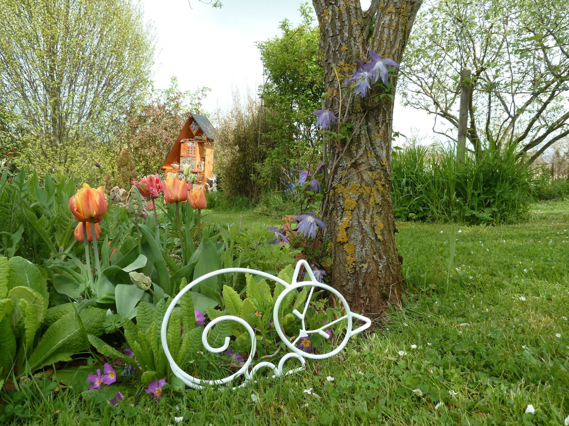 Decoration De Jardin En Fer Forge.Chat Qui Dort En Fer Forge Blanc Pour Decoration De Jardin