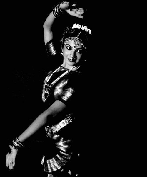 Aarti Naidu Bharatanatyam Mohiniyattam Dancer Mumbai India Bharatanatyam White Photography India