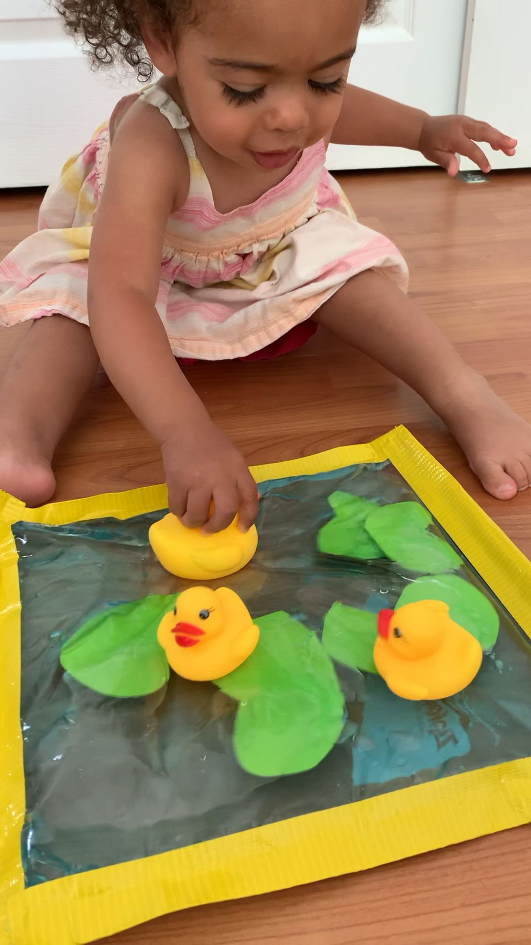 Rubber Duck Pond Sensory Bag for Toddlers #sensorythings