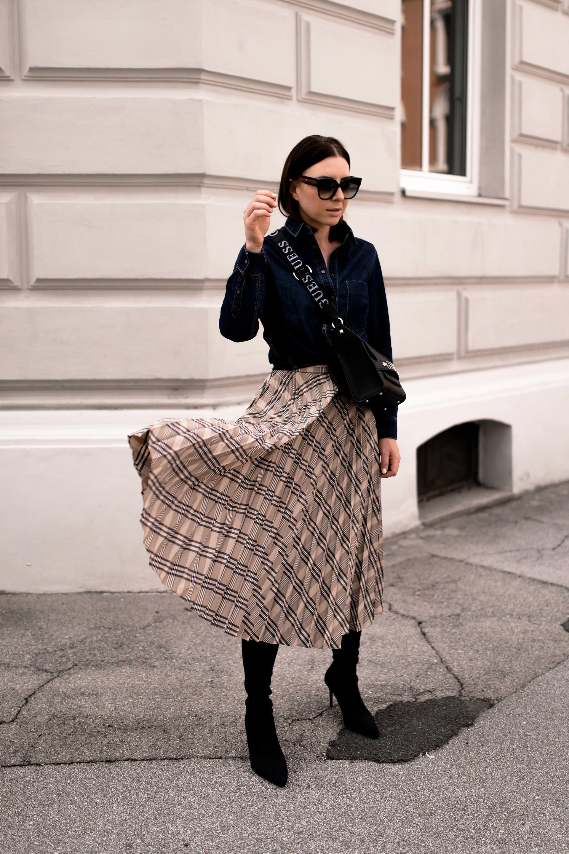 Mein Midirock Outfit für den Herbst mit Jeanshemd und Boots
