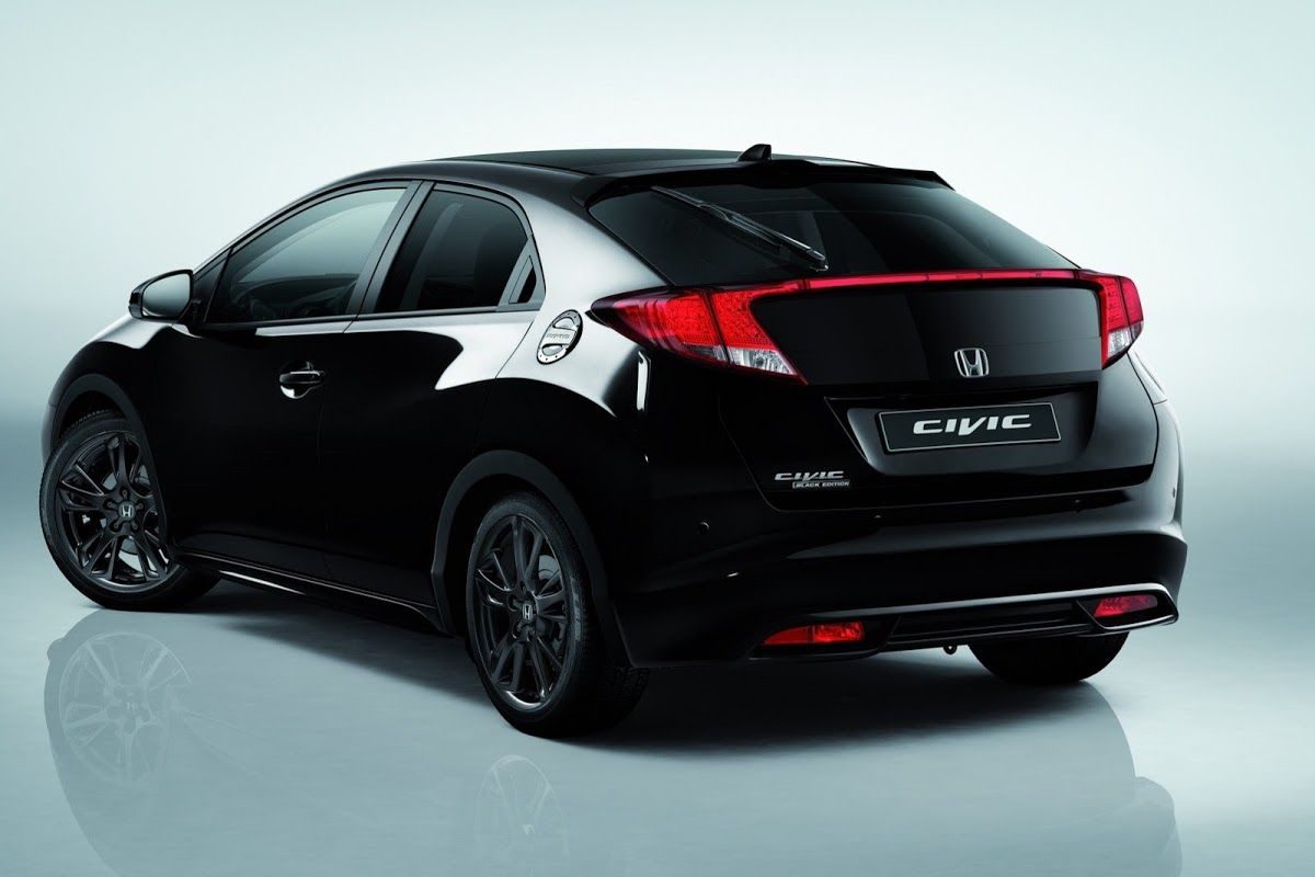 Honda Displays New Civic Black Edition in Geneva, Goes on