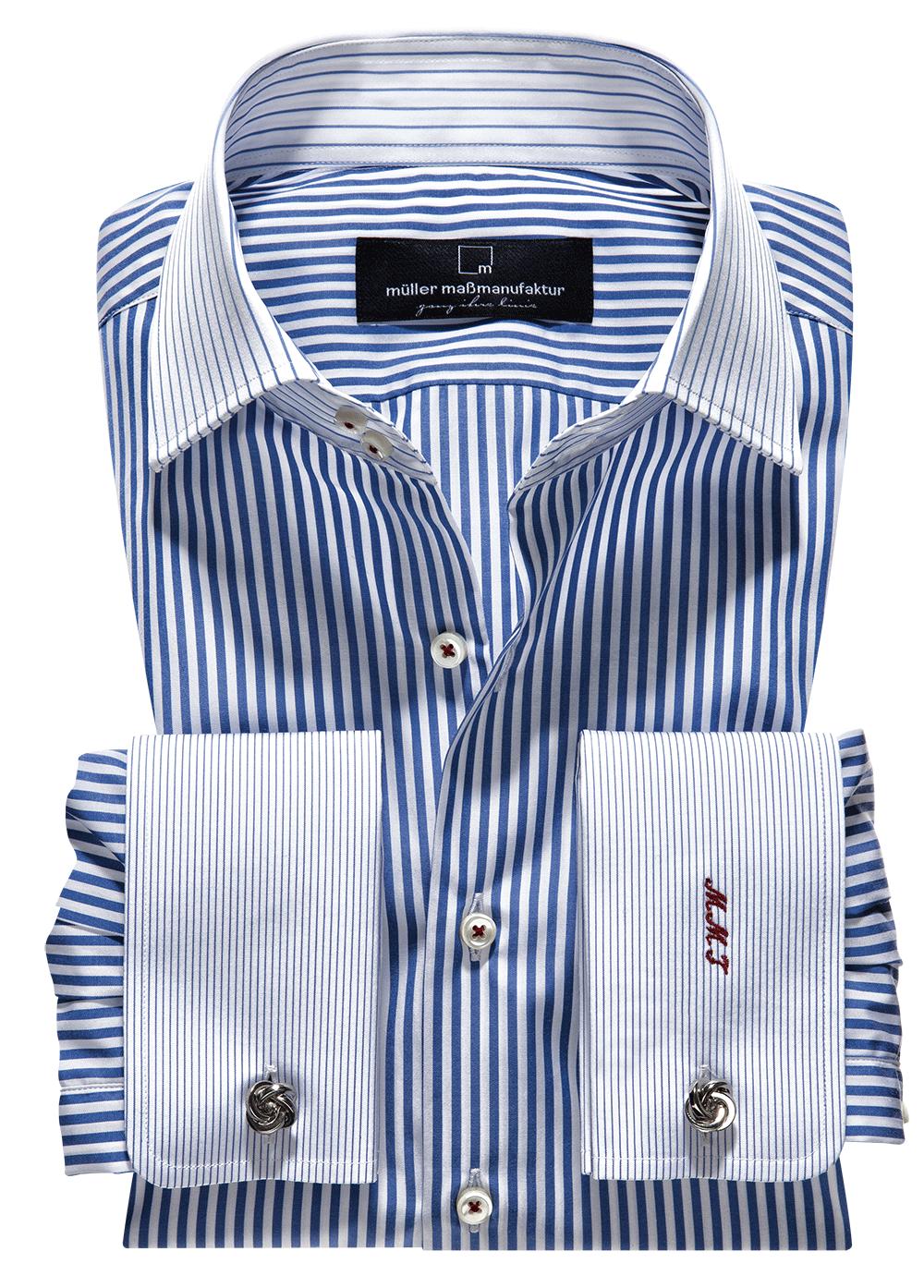 Maßhemden und –blusen aus unterschiedlichen Mustern zu kombinieren liegt voll im Trend.