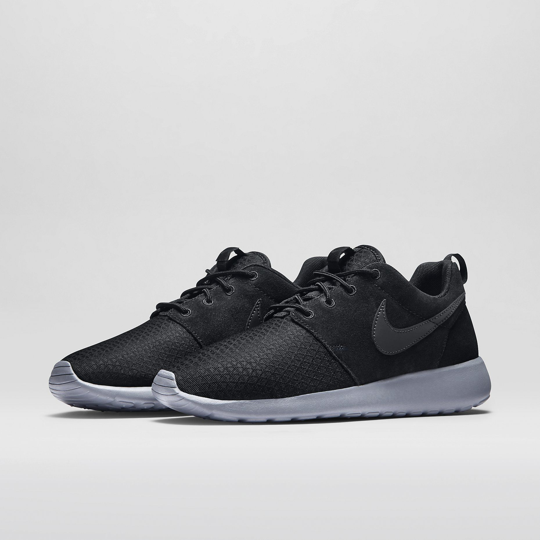 3b2e88fb47f0e Nike Roshe Run Winter Women s Shoe. Nike Store