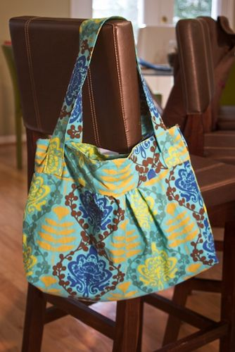 Terrific bag!  Free tutorial.