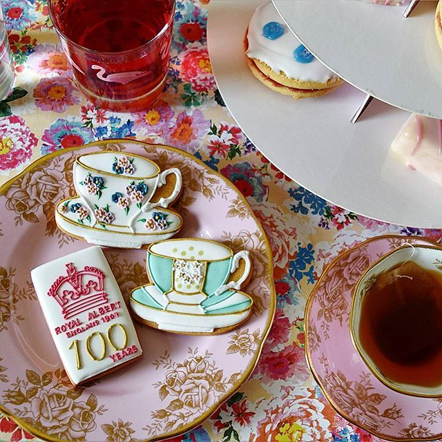 Thank you so much to Royal Albert for the #100yearsoftea 1960s tea set & the beautiful box of commemorative Biscuiteers iced biscuits ❤ I'm having a vintage afternoon tea! @RoyalAlbert_UK #royalalbert #tea #afternoontea #timefortea  #biscuiteers #teaset #fdbloggers #lbloggers #ukbloggers #scottishbloggers #30plusblogs
