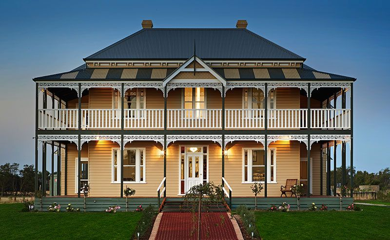 Pin By Laura Sonneveld On Exterior Australian House Plans Colonial House Exteriors Australian Homes