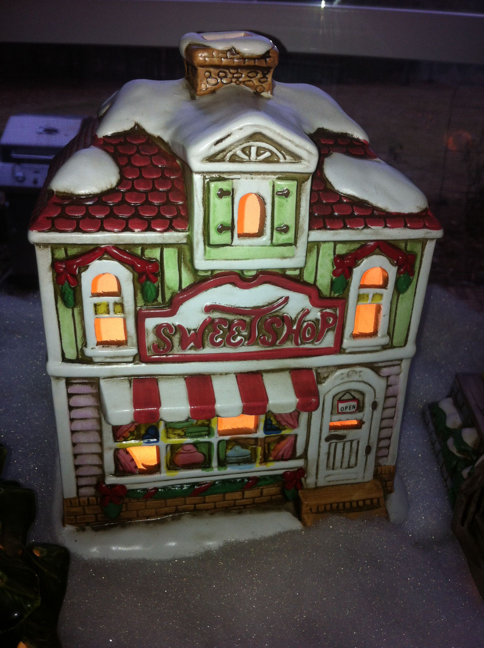 Lefton Colonial Christmas Village Sweet Happy