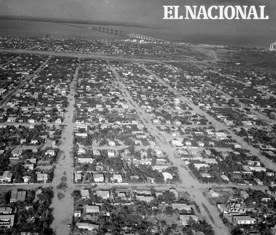 Vista aérea donde se aprecia el Lago de Maracaibo y el puente General Rafael Urdaneta. Maracaibo, 01-08-1970 (ARCHIVO EL NACIONAL)