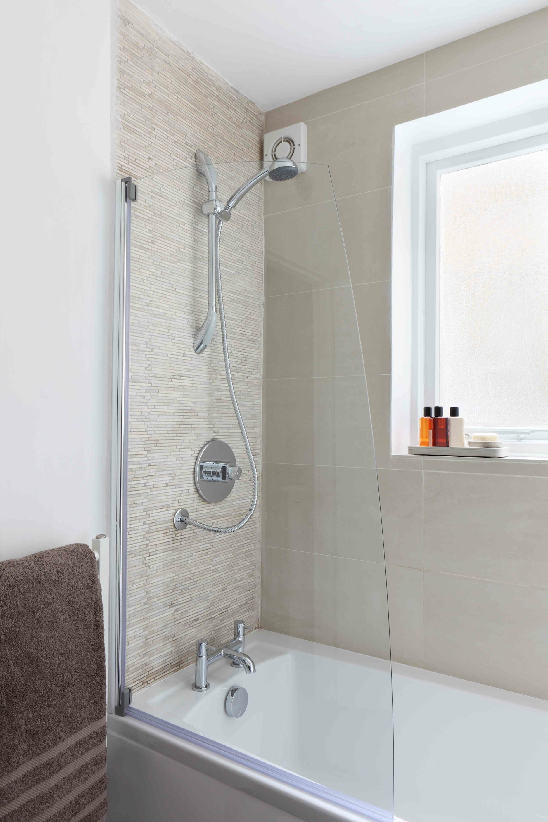 Shower with mosaic in travertino