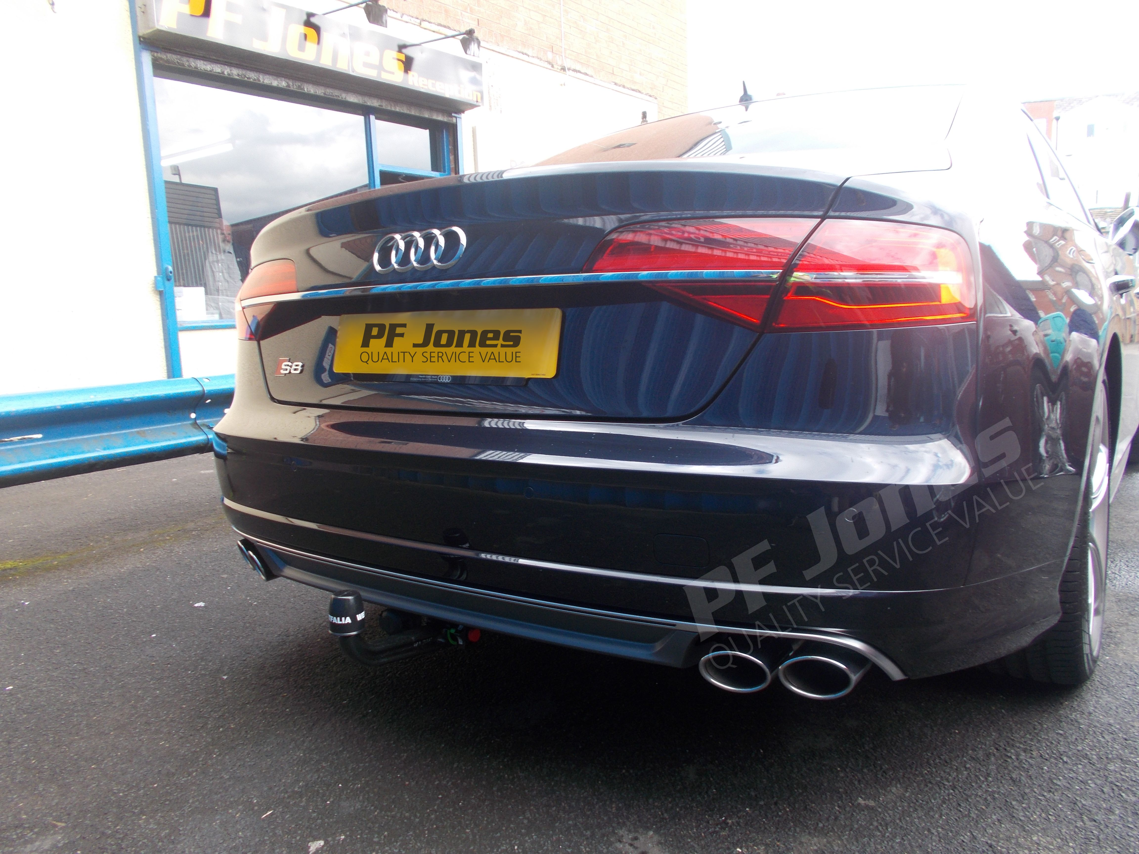 Audi s8 2016 fitted with a westfalia uk ltd swan neck detachable audi s8 2016 fitted with a westfalia uk ltd swan neck detachable towbar 305384 at pf jones publicscrutiny Gallery
