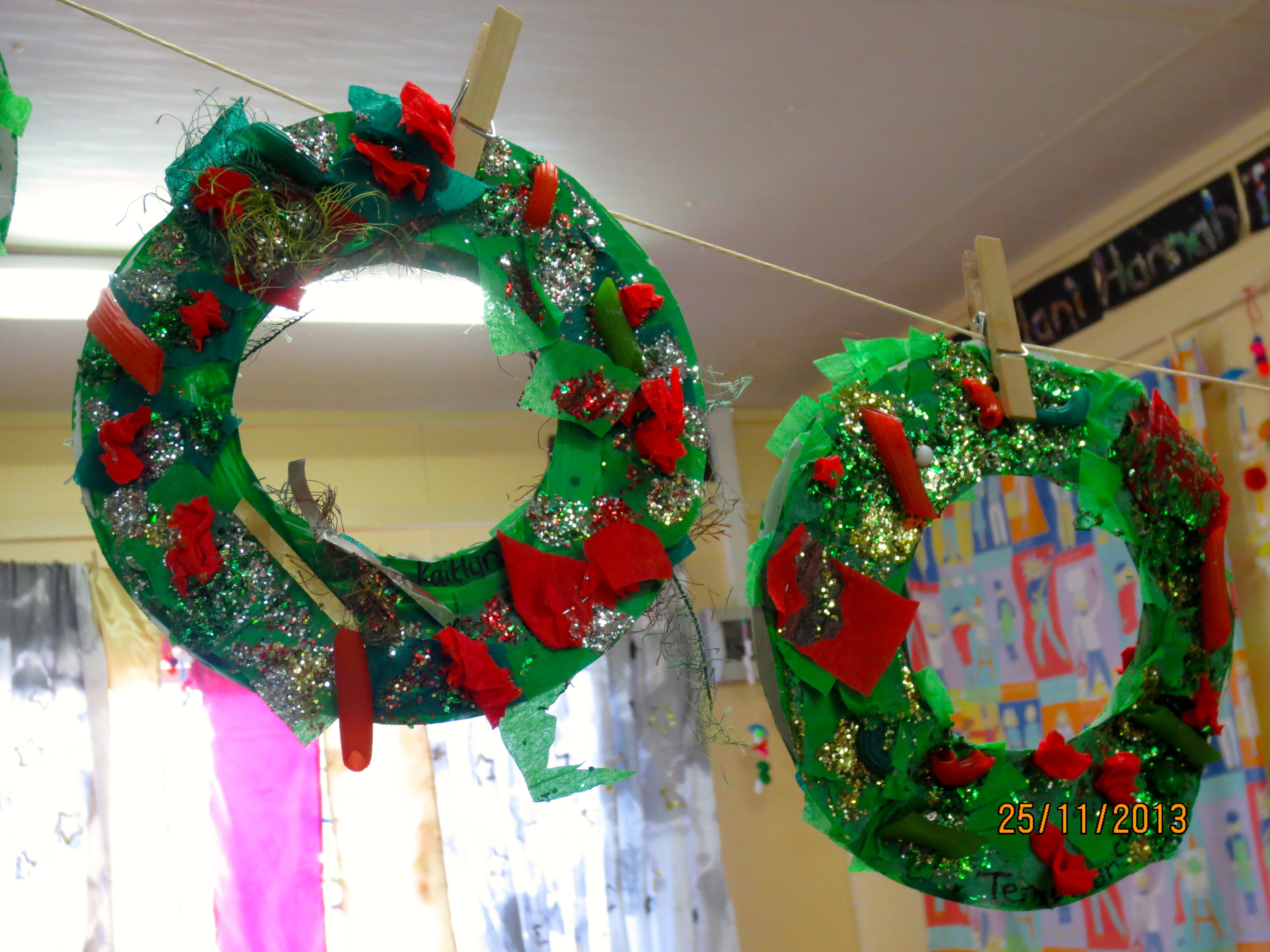 Paper plate wreaths paper plates painted green and decorated with collage materials (red/ & Paper plate wreaths: paper plates painted green and decorated with ...