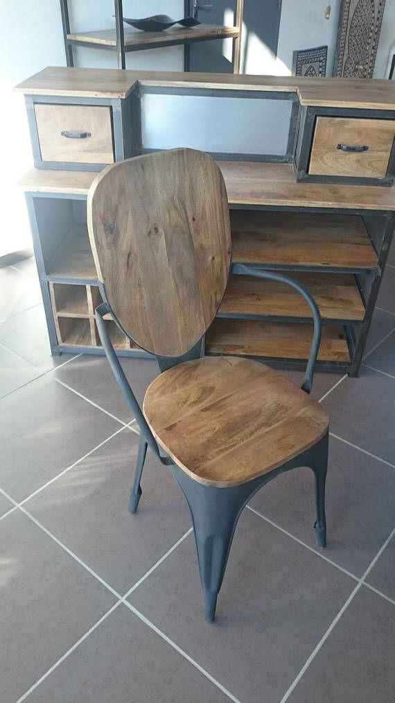 Chaise industrielle vintage métal et bois Avec ses accoudoirs et sa