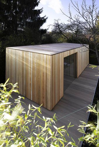 Im Garten ein Haus für die Sauna