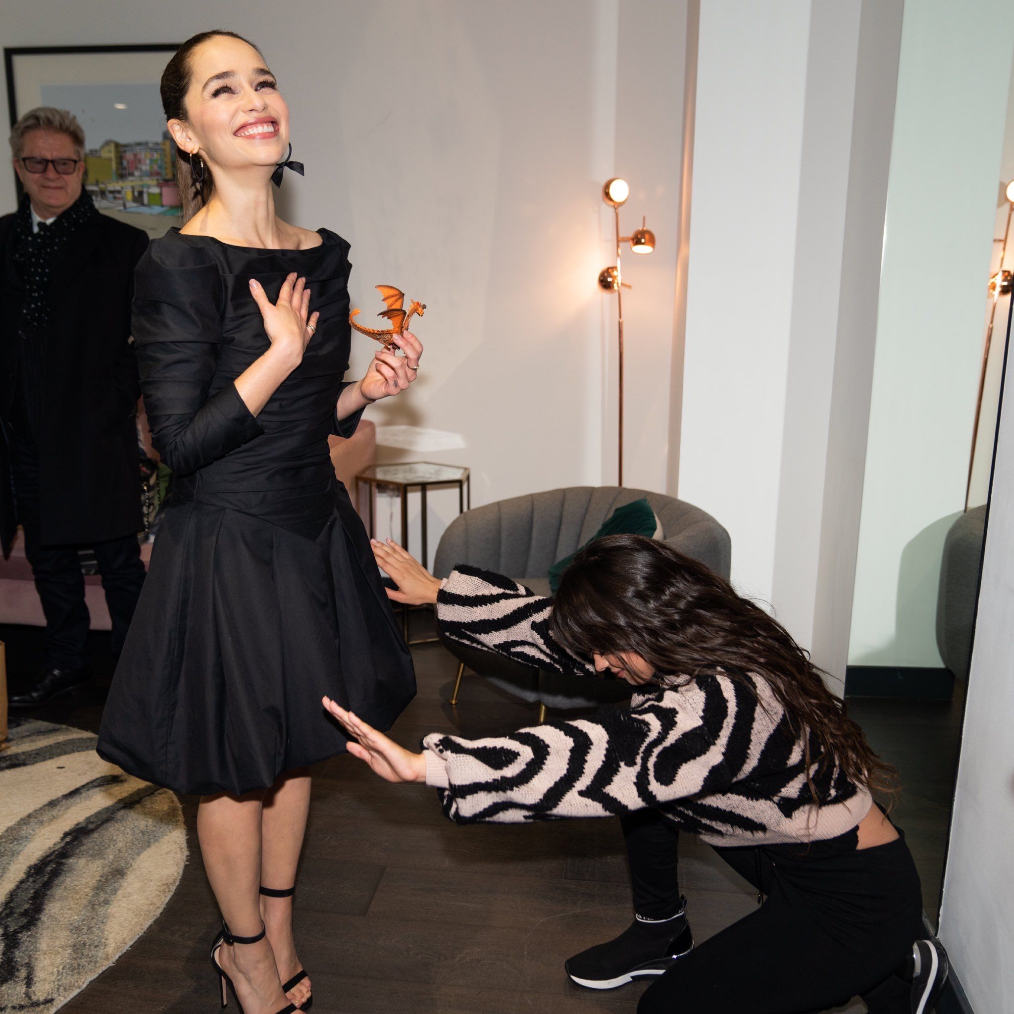 Pin By Rachelle Cabrera On Game Of Thrones Emilia Clarke Style Little Black Dress Fashion