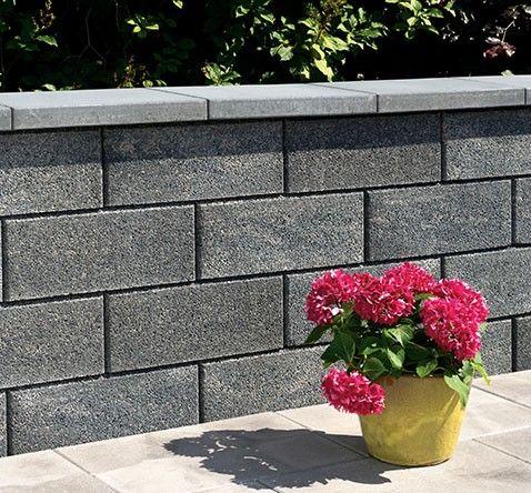 Pin Von Evelyne Stockli Auf Garten In 2020 Mit Bildern Gartenmauer Stein Mauersysteme Steinmauer Garten