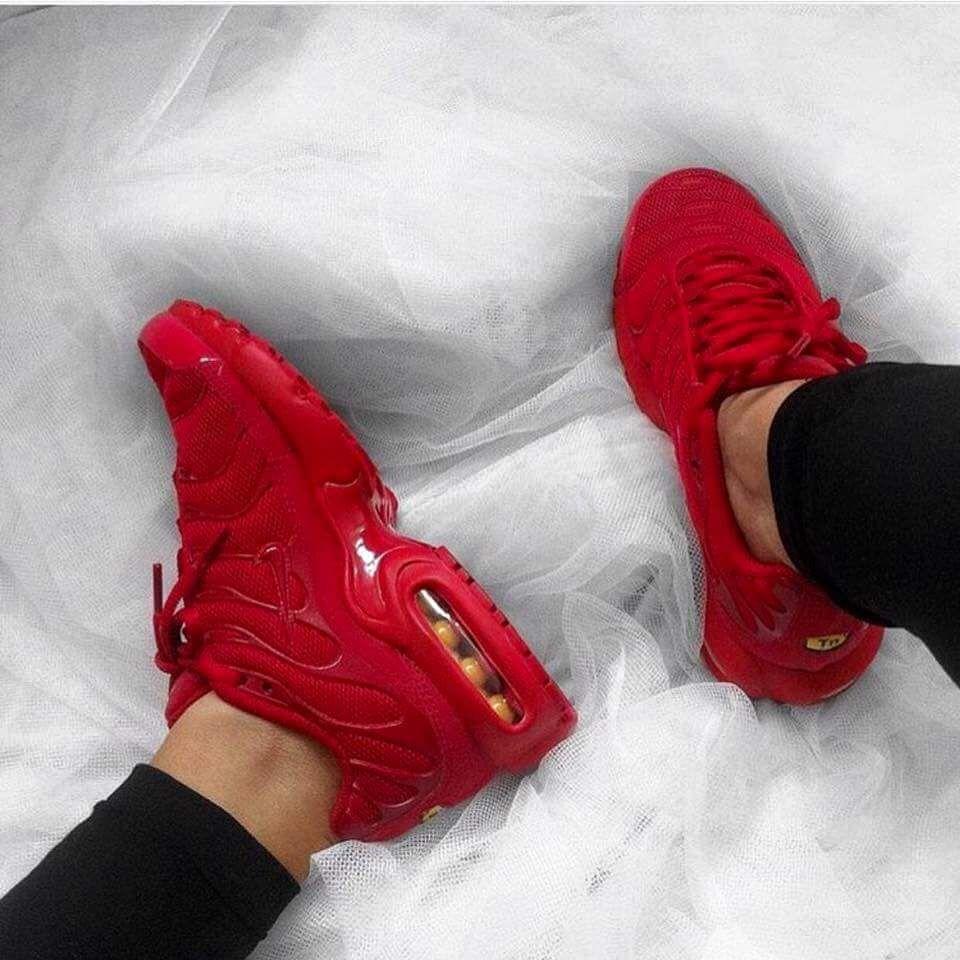 NIKE AIR MAX PLUS (LAVA RED) | Zapatos nike, Zapatos