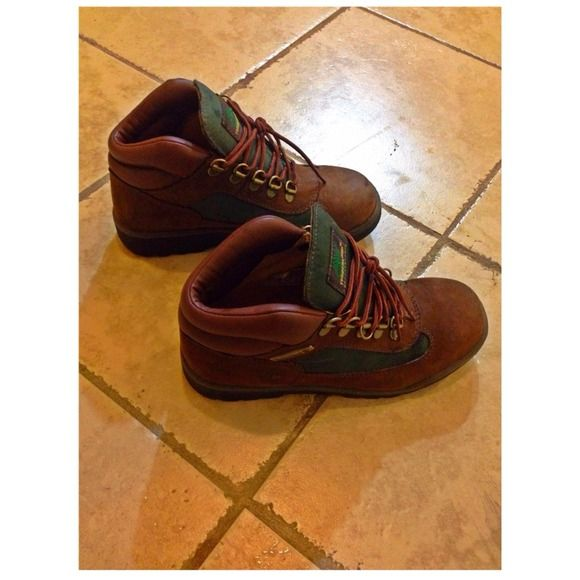 Timberland Sz 4 in Kids Smooth Nubuck or leather upper surrounds feet with plush comfort. Rubber outsole provides traction and durability. Like new. I have worn a couple times. GREAT CONDITION. Timberland Shoes