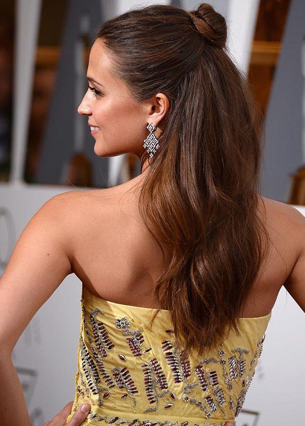 Vogue Espana Alicia Vikander In 2019 Simple Wedding Hairstyles