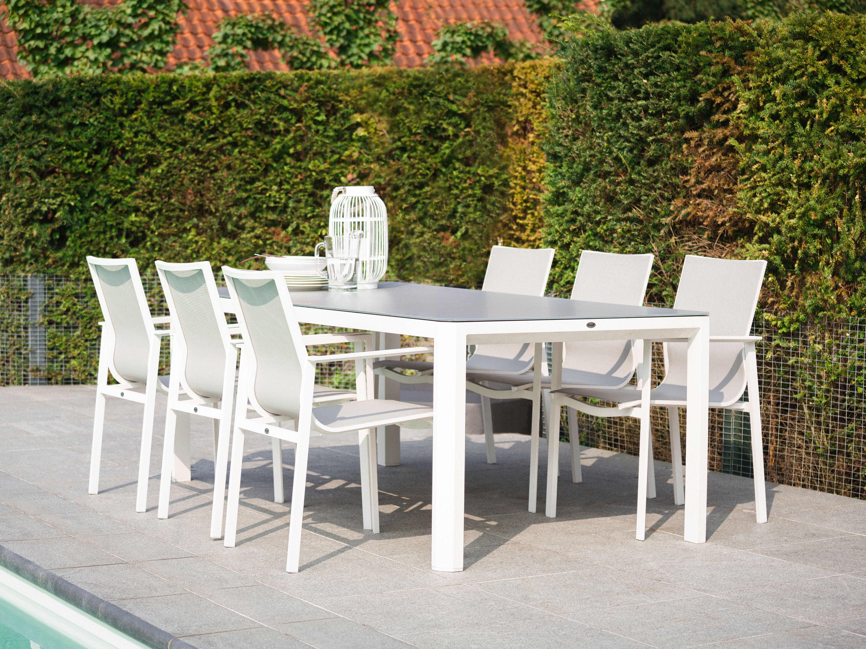 Großer weißer Gartentisch mit modernen Essstühlen #gartenmöbel ...