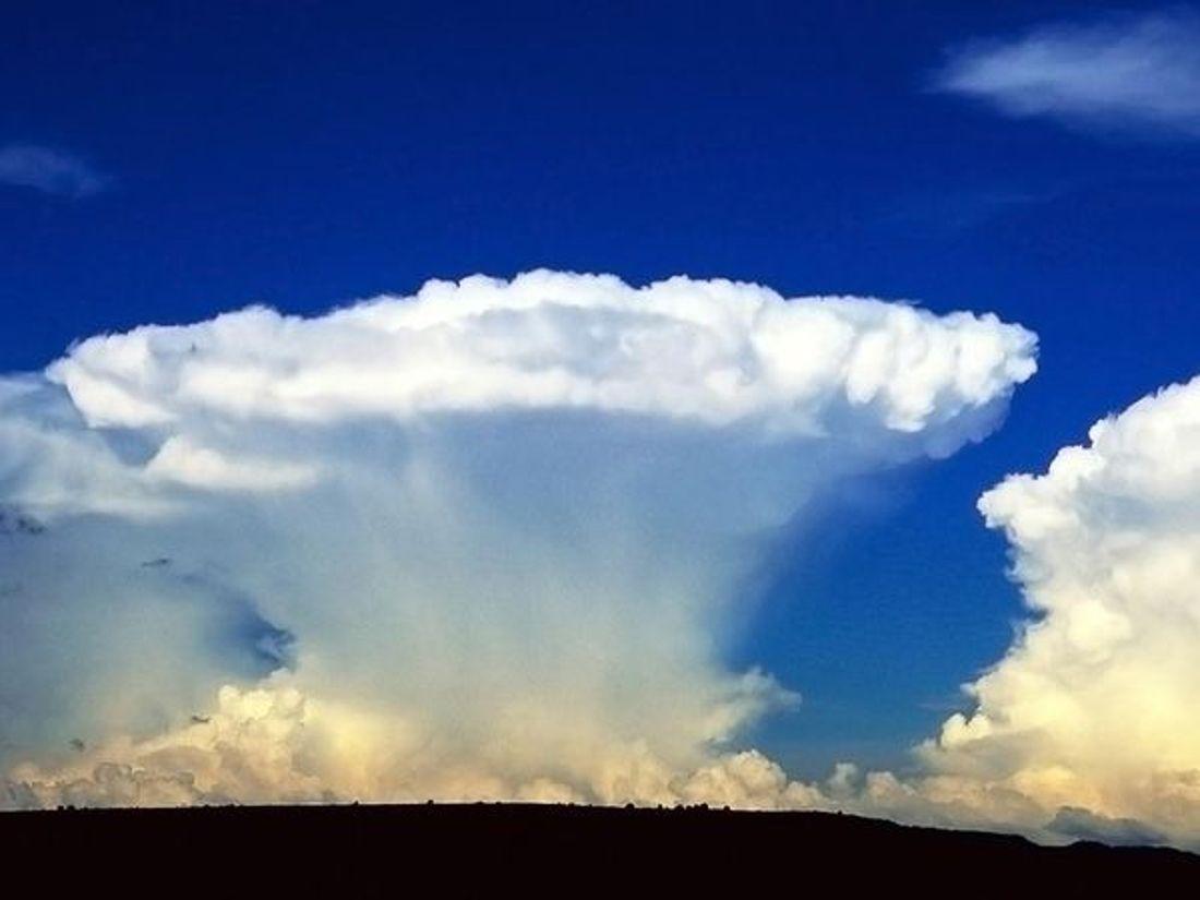 Cumulonimbus Clouds In Sunset Wordlesstech Clouds Cloud Photos Cumulonimbus Cloud
