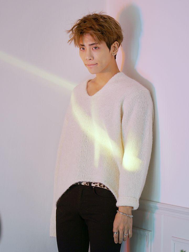 [Vyrl] SHINee : 지난 주말, 솔로 콘서트 'JONGHYUN - X - INSPIRATION' 서울 공연을 성황리에 마친 #종현!  #Vyr