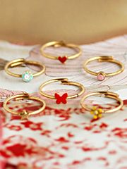 bridesmaids rings // such a cute idea