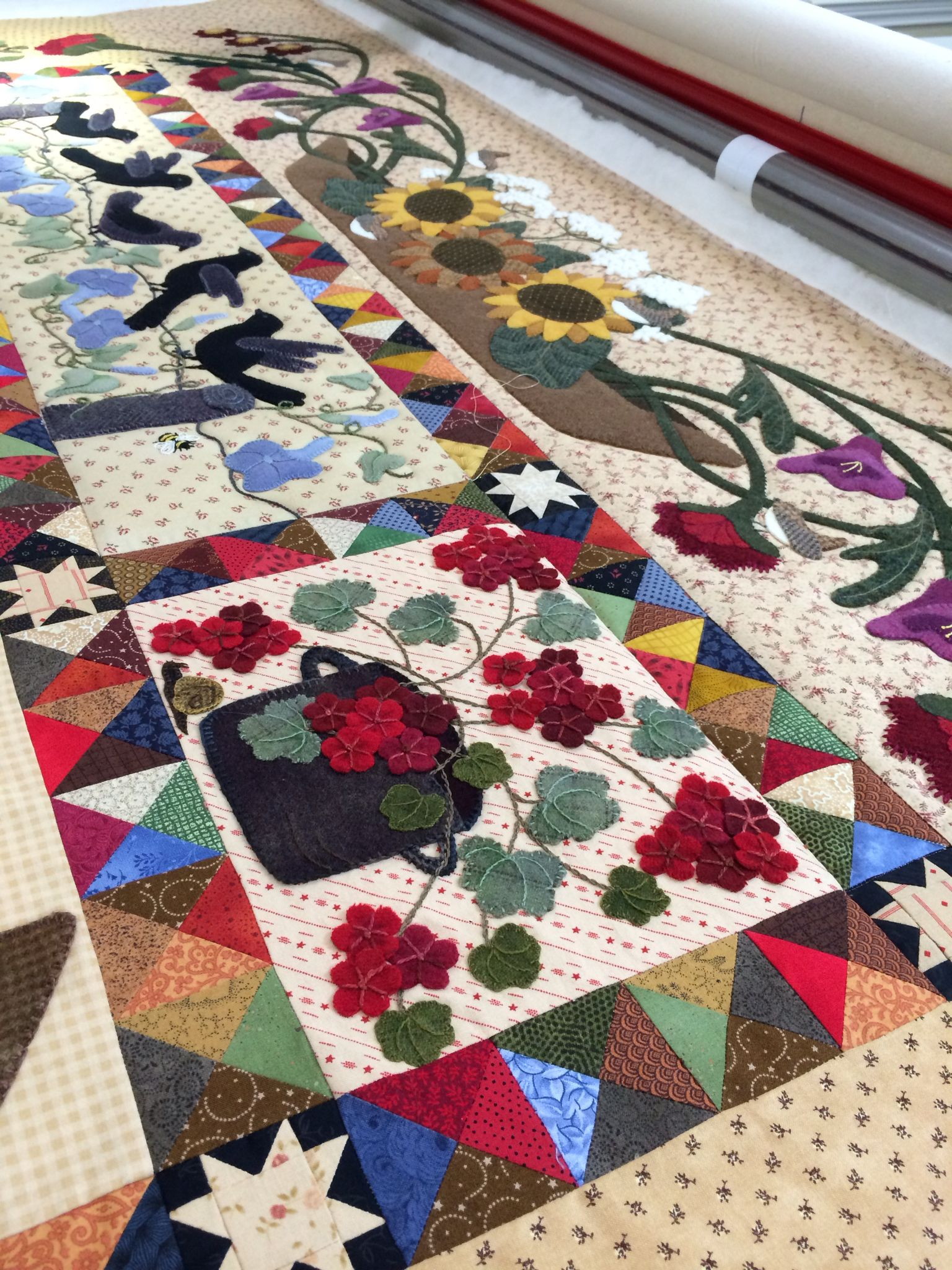 Pattern From Primitive Gatherings Titled A Primitive Garden Quilt Made By Rhonda Dort Applique Quilts Quilting Studio Row Quilt