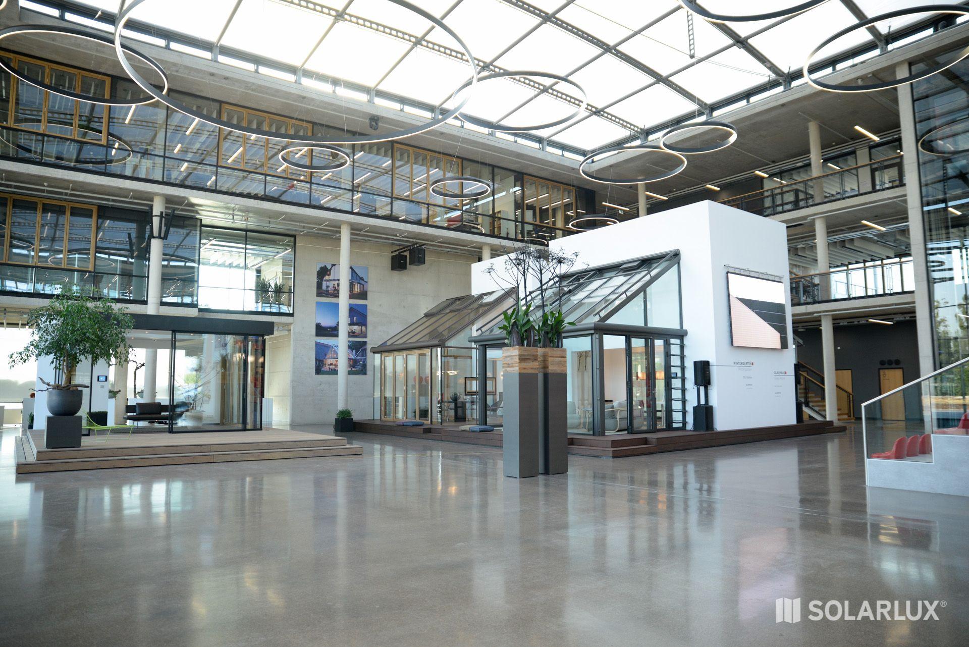 Das Solarlux Foyer. Die Ausstellungsstücke können über