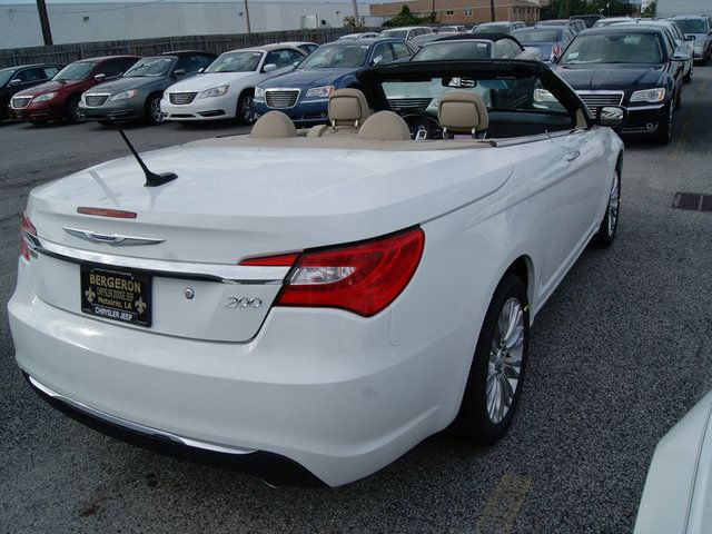 New 2012 Chrysler 200 Limited Convertible In New Orleans